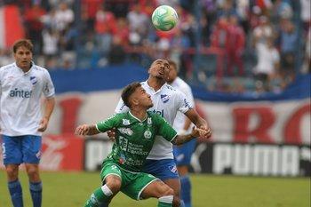 Franco Acosta jugó en Fénix y en varios equipos locales