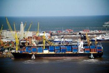 Uruguay formalizó a Argentina su intención de dragar el puerto de Montevideo a 14 metros