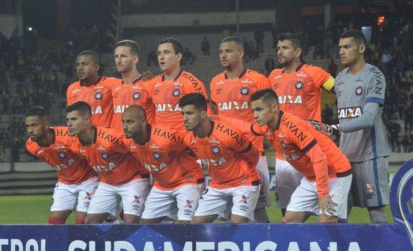 Cuatro positivos de covid-19 en Paranaense rival de Peñarol; por ahora no se suspende el partido