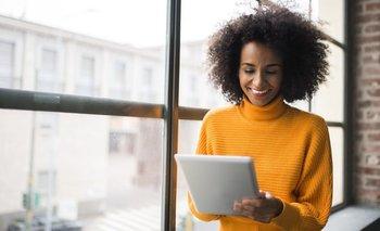 Aunque las mujeres postulan a menos trabajos, tienen más probabilidades de conseguirlos cuando se atreven a presentarse.