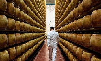 El Parmigiano-Reggiano envejece de entre dos a 20 años para desarrollar un sabor y un aroma únicos