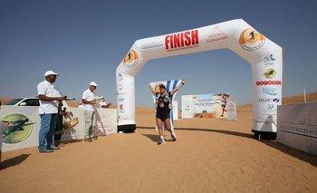 Silvia Amodio llegando a la meta del Marathon Des Sables, en el desierto del Sahara