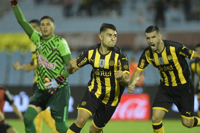 'Cebolla' Rodríguez pone a Peñarol cerca de los octavos de final