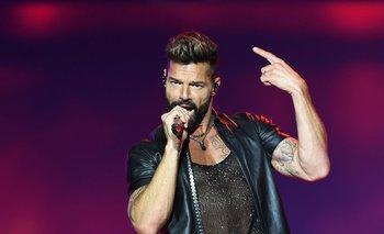 El cantante apareció en una entrevista televisiva y usuarios de redes sociales especularon con una cirugía plástica
