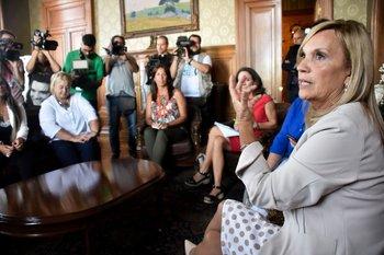 La vicepresidenta Argimón durante la reunión con representantes de los partidos