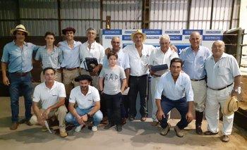 El equipo de Valdez junto a los integrantes de Petra y El Arazá.