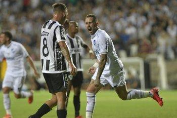 Amaral celebra el segundo gol albo