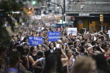 Marcha del 8 de marzo en la Avenida 18 de Julio