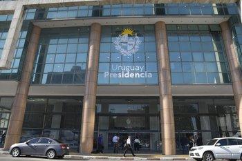 También se mantiene el cierre de oficinas públicas, con teletrabajo y guardias