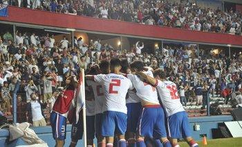 La celebración del gol de Carballo