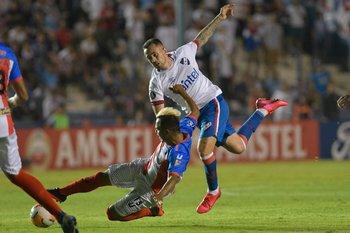 Rodrigo Amaral ante el rival de este martes