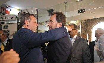 Foto de archivo. Delgado saluda a Cardoso en su asunción como ministro, el 1º de marzo de 2020