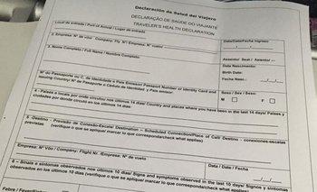 Este es el formulario que deben completar las personas que arriban al país