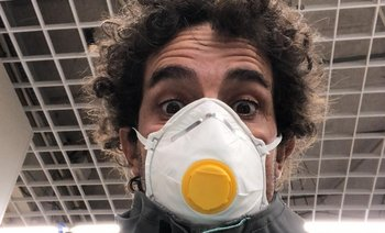Pablo Defazio con la máscara puesta