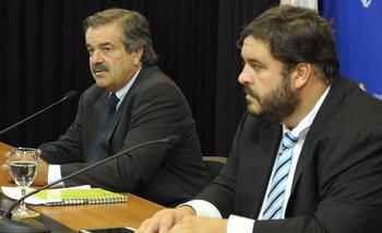 El ministro de Ganadería, Carlos María Uriarte, y el subsecretario de esa cartera, Ignacio Buffa, en conferencia de prensa.