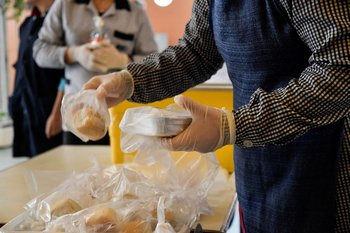 Durante los primeros meses de la pandemia en 2020, se entregaron viandas en las escuelas