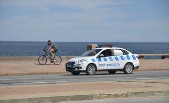 Policía disuadiendo aglomeraciones