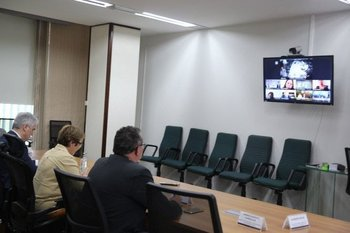 La reunión virtual fue realizada por iniciativa de la ministra de Agricultura, Ganadería y Abastecimiento de Brasil, Tereza Cristina (centro).