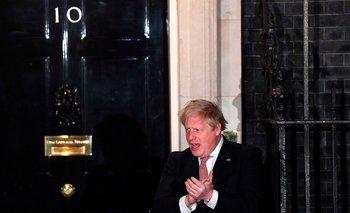 Boris Johnson afuera de su residencia oficial en marzo de 2020