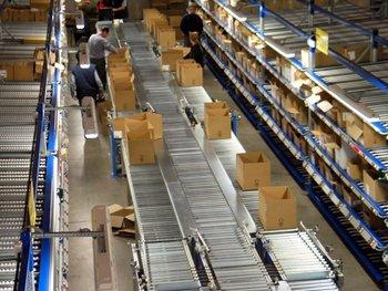 Prácticamente todas las cadenas de producción y distribución de productos siguen todavía expuestas a problemas de escasez, demoras y disrupciones de la oferta