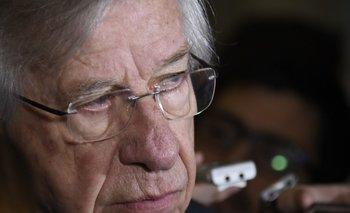 El ahora senador Danilo Astori, quien cumplirá 81 años en abril, se recupera en su casa de Malvín de una grave afección pulmonar