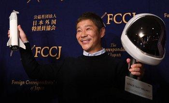 Yusaku Maezawa fue el primer pasajero privado que volará alrededor de la Luna a bordo del SpaceX.