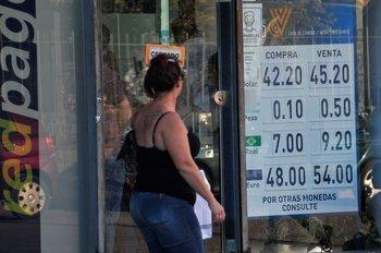 Pizarra en casa de cambio de Montevideo. (Foto archivo)