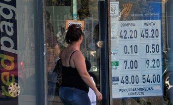 Pizarra de casa de cambio en Montevideo. (Foto archivo)