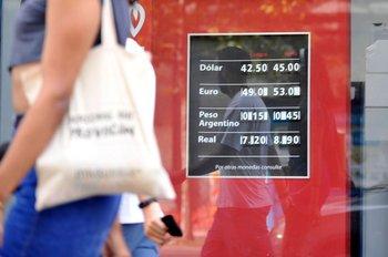 Pizarra en casa de cambio (foto archivo).