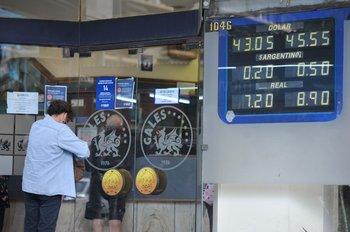 El dólar había cerrado abril por debajo de los $ 44.
