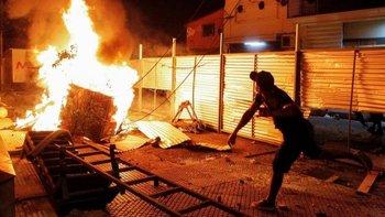 Las fuerzas de seguridad lanzaron balas de goma y gases lacrimógenos a manifestantes en el centro de Asunción