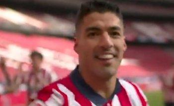 El nuevo festejo de Luis Suárez ya no solo fue besándose sus tres dedos y su mano