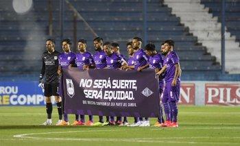 Defensor Sporting está comprometido en el descenso