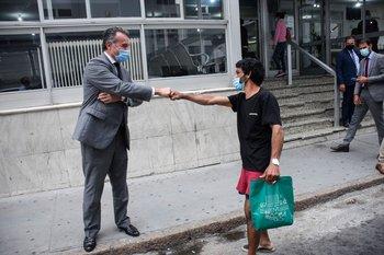 El ministro Daniel Salinas advirtió que el covid-19 se desplaza a personas no vacunadas