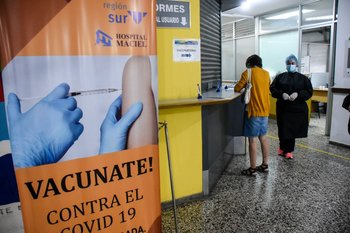 Vacunación contra el covid-19 en el Hospital Maciel