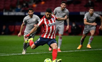 Penal y gol de Luis Suárez