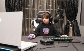 Joseph Deen, el niño de 8 años contratado por Team 33.