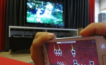 La hora a la que se cena y el uso de pantallas antes de dormir influyen en la posibilidad de engordar