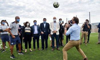 Arismendi y Lacalle Pou con la pelota