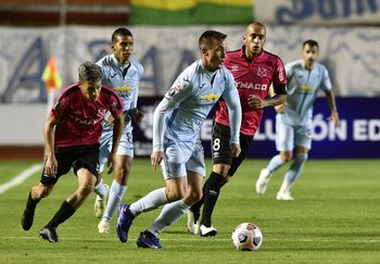Leonardo Ramos seguido por Diego Hernández y Guzmán Pereira
