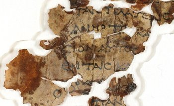 """Los fragmentos fueron escritos en griego, excepto por la palabra """"Dios"""", que estaba en hebreo."""
