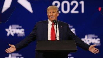 Donald Trump fue suspendido de Facebook e Instagram por dos años