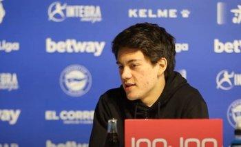 Facundo Pellistri en conferencia de prensa en Alavés antes de enfrentar a Atlético de Madrid