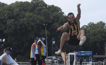 Uno de los cuatro saltos de Emiliano Lasa.