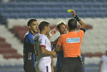 Bergessio y Figueredo se trenzaron y vieron amarilla