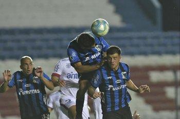 Pereira gana de arriba apoyándose en Ramírez