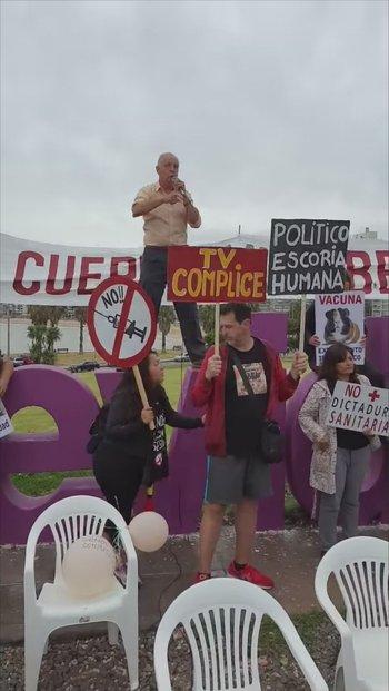 El acto se realizó en el letrero de Montevideo en Kibón
