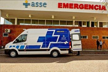 Ambulancia frente al Hospital de Canelones
