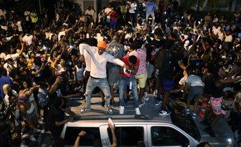 Fiestas de turistas en las calles de Miami Beach