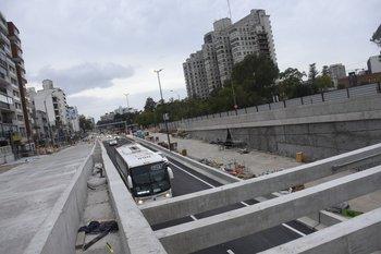 Jerarca de la IMM publicó video para probar que ómnibus de dos pisos pasan por el túnel de Avenida Italia